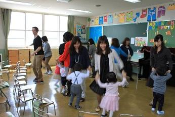 ♪ Music Lesson ♪ ママと一緒にダンス!
